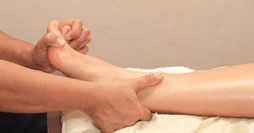 mudd_foot_massage